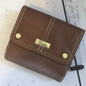 🎉NEW LISTING!🎉Buxton small wallet